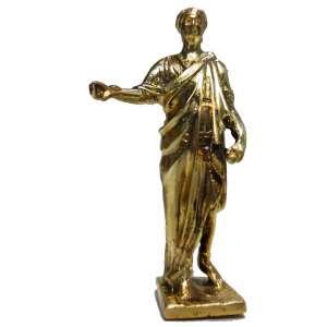 Imperador Romano, Marco Coceio Nerva, em latim: Marcus Cocceius Nerva ( 30 d. C. — 98 d. C.)<br />Antiga Escultura em miniatura de bronze finamente lavrado e polido<br />Medidas: 10 x 5 x 3,5 cm.<br /><br />Embora se desconheça grande parte da vida de Nerva, é considerado pelos historiadores antigos como um imperador sábio e moderado, interessado no bem-estar econômico, procurando reduzir as despesas do governo. Esta opinião foi confirmada pelos historiadores modernos, um dos quais, Edward Gibbon, chama Nerva e os seus quatro sucessores, os cinco bons imperadores. A adoção de Trajano como herdeiro finalizou com a tradição dos anteriores imperadores, que nomeavam algum dos seus parentes como filho adotivo, caso não os sucedessem os seus próprios filhos.