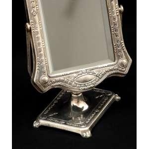 Antigo espelho de toiletteem prata 90, fina lavra estilo Art Nouveau. Articulado, cristal bizotado original.<br />Consta de marcae monograma não identificado:FAL. Medidas:22 x 14 cm.