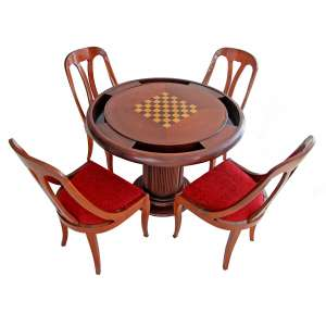 ART DECO, 1930- Mesa de jogo com 4 cadeiras em madeira. Mesa com tampo circular reversível, tendo de um lado tabuleiro de xadrez em marchetariae do outro feltro verde. Laterais com 4 gavetinhas com porta copos e 4 espaços para cartas e/ou peças de jogos. Tampo apoiado sobre coluna torneada, entalhada com canelados. Cadeiras com encostos vazados e assentos em estofado refeito.: 94x44x50cm. forrados com tecido. MESA: 77x98x98 cm.