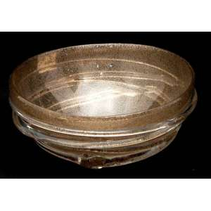 Bowl esférico ao gosto contemporâneo em cristal estilo Murano, acrescido de pó dourado e fita espiralada. Importado. Diâmetro: 25,5 cm.
