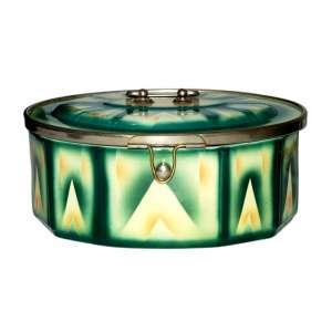 GEBRUDER MEHNER(1925-1948)<br />Biscoiteira ART DECO em faiança Tcheca de EULAU. Motivos geométricos, pintura manual em sfumato. Fechaduras em metal branco. Cerca de 1930.<br />Medidas: 13x25x17 cm.<br />MARCA: http://sammler.com/porzellanmarken/index.asp?Seite=25&Markentext=&Buchstabe=&Ort=&Firma...