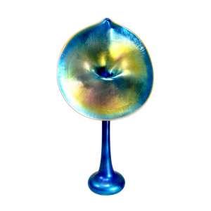TIFFANY - GOLD FAVRILE - JACK IN THE PULPIT - VASE.<br />Circa 1911-1912<br />Engraved: L.C. Tiffany - Favrile<br />50 X 24 X 14 CM.<br />COTAÇÕES:https://www.sothebys.com/en/buy/auction/2020/important-design-2/tiffany-studios-jack-in-the-pulpit-vase<br />