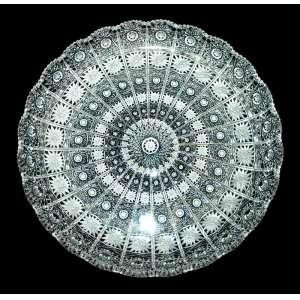 Antigo prato em cristal da Bohemia, Tcheco. 100% lapidado à mão. Estrelitzas, serrilhas, bordas repicadas. Diâmetro: 31 cm.