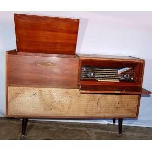 Radiola Philips Valvulada Vitrola - Modelo: Diamante, móvel no estado. Década de 1950. Medidas: 74x1,10x37 cm