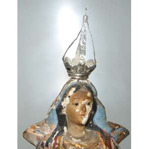 Imagem - Imaculada Conceição - Madeira de cedro, Bahia, século XIX. Olhos de vidro. Apresenta perdas na policromia . Com coroa. Altura: 32 cm.