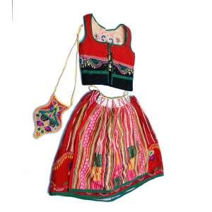 Traje típico de Viana do Castelo; Alto-Minho. Norte de Portugal: saia, colete, avental, bolsa. Materias naturais, bordado à mão. Sem uso.
