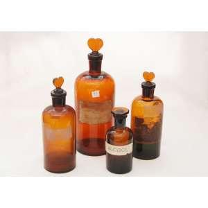 Lote com (4) vidros âmbar de Farmácia. Alturas:28,22,21 e 15 cm.