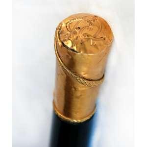 Bengala ébano e castão ouro. Monograma AG. 94 cm.