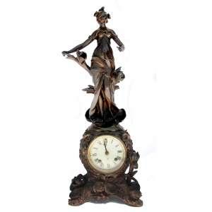 Relógio ANSONIA CYMRIC- Art Nouveau, cerca de 1900-1906. Em grupo escultórico de petit bronze figurando Ninfa com flores. Maquinário<br />marcado: Ansonia N.Y.- U.S.A. Altura:63 cm.<br />FONTE: http://www.antiqueansoniaclocks.com/Ansonia-Model-0215.php