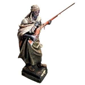 """FRIEDRICH GOLDSCHEIDER (Austrian, 1845-1897)<br />«Antar, fils de l'Emir Cheddad».<br />Faiança policromada e marcada com selo: Reproduction Reserve. No estado.<br />MEDIDAS: 73x56x22 cm<br />Escultura policromada, autor: Arthur Strasser (1854-1927) Escultor e pintor vienense, que fez várias esculturas para Goldscheider.<br /><br />HISTÓRICO: """"Antar era um guerreiro e poeta árabe, filho do emir Cheddad e Zebiba, um escravo negro adquirido em uma incursão, ele obteve o posto de homem livre por sua bravura. Ele morreu de pé em seu cavalo, de uma flecha envenenada, trazendo de volta os mil camelos Açafir que lhe dariam o direito de se casar com Abla, filha do rei Zoheir. <br /><br />BIOGRAFIA: Páginas 24 e 68 em Goldscheider de O. Pinhas Ed. R. Dennis 2006.<br />Página 224 N ° 5 em Terres cuites orientalistes et africanistes, de Stéphane Richemond, les éditions de l'amateur 1999.<br />Modelo N ° 903<br /><br />REFERÊNCIAS:https://www.galerieorigines.com/en/artwork/collections/art-nouveau/goldsheider-manuf-polychrome-sculpture<br /><br />"""