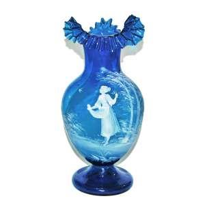 MARY GREGORY-(1856–1908)<br />Grande vaso azul, com pintura em esmalte vidrado. Consta restauro. 42x22x22 cm.<br />*MARY GREGORY-(1856–1908) era uma artista americana conhecida por sua decoração de produtos de vidro na Boston and Sandwich Glass Company em Cape Cod, Massachusetts. Gregory trabalhou para Boston e Sandwich de 1880 a 1884.<br />http://www.glassencyclopedia.com/Marygregoryglass.html