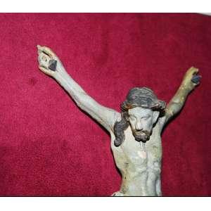 Imagem do CRISTO da crucifixão em madeira de cedro talhada, carnada e policromada.Fatura erudita, século XIX. A cabeça, e o laçado do perizônio pendem a direita. Medidas:25x16 cm. Emoldurado:48x39 cm.
