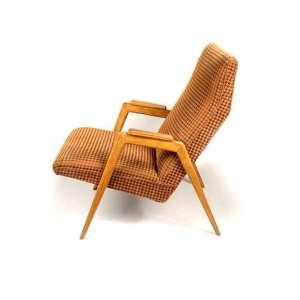 Poltrona em madeira e estofamento no estilo nórdico. Design de PIERRE WECKX - São Paulo, anos 1950. <br />84x53x85 cm. <br />* Designer citado no catálogo da 4ª Bienal de São Paulo (1957) <br />*Designer citado na Mostra do IAB (Instituto do Arquitetos do Brasil, SETEMBRO DE 1954) <br />http://www.acropole.fau.usp.br/edicoes/192/txt/003.txt