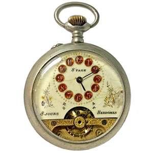 HEBDOMAS 8 JOURS - MODELO: ANCRE (Âncora) - SPIRAL BREGUET (Chaux-de-Fonds, Switzerland, SINCE 1888).<br />7,5X5,5 cm.<br />Inscription content: SPIRAL BREGUET LEVEES VISIBLES 8 JOURS ANCRE QUALITE SUPERIEURE GARANTIE 8 DAYS SWISS MADE .<br />(1906 -1915).<br />(...) O nome HEBDOMAS lembra as festividades de Ebdomee, realizadas em Esparta, Croton e Mileto, que comemoraram o nascimento de Apolo no sétimo dia do mês. Cantadas por poetas na antiga Lesbos, essas festividades eram dedicadas a Dionísio, realizando muitos rituais supersticiosos e crenças ligadas ao sétimo dia do mês.<br />FONTE: http://www.hebdomas.net/hebdomas/HEBDOMAS_story.html