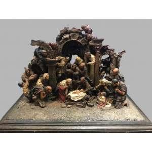 Grupo Escultórico representando a Natividadede Jesus<br />46 x 84 x 46 cm.<br />Presépio Napolitano em terracota policromada. 22 personagens. <br />Itália, Século XVIII