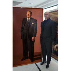 """CÂNDIDO PORTINARI (1903-1962)<br />""""Retrato de Artur Scatena""""<br />Medidas: 181 x 91 cm.<br />1952<br />Óleo sobre tela<br />Extraordinária obra retratando um dos principais 'mecenas' de Portinari, responsável pelo patrocínio de<br />diversas obras e painéis importantes.<br />Reproduzido no Raisonné, vol. III, pg. 380. FCO 2802"""