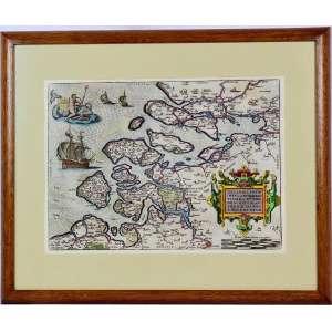 MAPA AQUARELADO SÉCULO XVI ORTELIUS - HOLANDA<br />ABRAHAM ORTELIUS (1527-1598) - Zelandicarum Insularum Exactissima Et Nova Descriptio Auctore D. Iacobbo a Deventria. Antwerp, 1581. Belo mapa aquarelado a mão de cor cheia, incluindo cartouche ornamentado, veleiros e Triton montando um monstro marinho e carregando o brasão da província. Do Theatrum Orbis Terrarum de Ortelius, o primeiro Atlas moderno do mundo. Ref.: Van den Broecke, 78. Medidas: 46 x 57 cm.