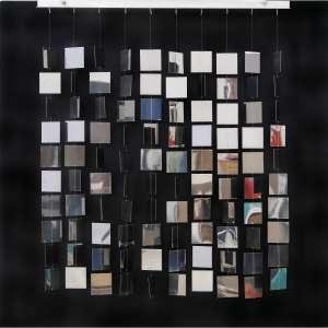 """LE PARC - """"Móvil Cuadrado Plateado sobre Negro"""", 1968. Madeira e metal. Edição 2007- III / XV. Edición exclusiva para Galeria La Cometa, Bogotá, Colômbia. Assinado na etiqueta. 80 x 80 x 12 cm. R$ 40.000 / 60.000"""