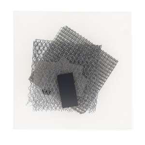 """ARTHUR LUIZ PIZA - Da série """"Trama"""", 2010. Objeto em arame e placa de metal pintado. 45 x 45 cm. R$ 20.000 / 25.000"""