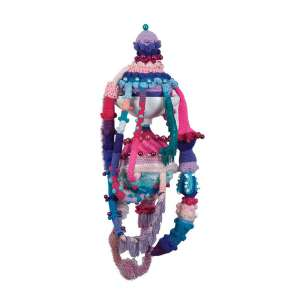 JOANA VASCONCELOS<br>Deya<br>Lavatório em cerâmica, crochê feito á mão e adereços, poliéster. <br>130 x 56 cm <br>Ass.dat. 2013 no verso.