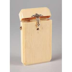Cigarreira - Em marfim com ouro e esmalte medindo 10 cm de comprimento por 6 de largura. - Europa - Séc. XIX.