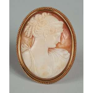 Camafeu - Broche em ouro 18kl - representando dama medindo 6 cm – peso 24gr. - Itália – Séc. XIX.