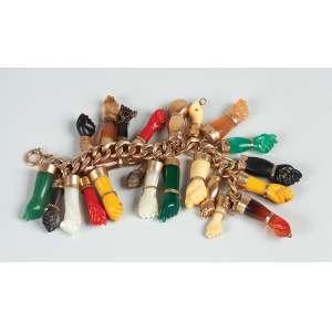 """Pulseira baiana em ouro - Contendo 22 figas """"Balangandã"""" - diversos materiais, coral, marfim etc... – Peso total 98gr."""