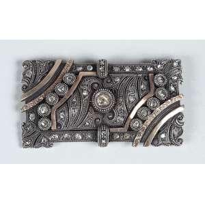Broche. - Em ouro, prata e diamantes medindo 6 cm de comprimento – peso 21gr. - Europa – Séc.XIX.