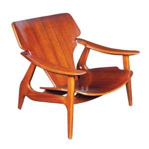 """SÉRGIO RODRIGUES - """"Diz"""" Poltrona em madeira de lei. 2000. 86 x 78 cm."""