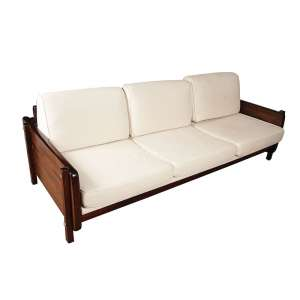 SÉRGIO RODRIGUES - Sofá de 3 lugares em jacarandá com estofados em tecido. Déc. 60. 206 x 98 x 76 cm.