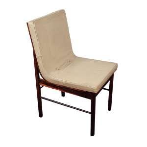 AUTOR DESCONHECIDO - 5 cadeiras - Anos 50/60 - Revestido de folha de jacarandá, assento em couro. - Altura 82 cm - Largura 51 cm - Comprimento 44 cm