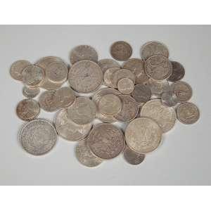 Lote de moedas americanas de dólar de prata sendo 8 moedas de um dólar datados entre 1882 até 1928, 8 moedas de ½ dólar datados entre 1946 e 1963, 15 moedas de ¼ de dólar datada entre 1941 e 1964, 2 moedas de 5 centavos e 3 moedas de 1 centavos peso total 430g.