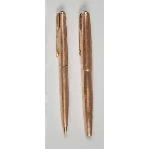 Par de canetas Parker GL com banho de ouro caneta tinteiro e apresenta lapiseira em bom estado.