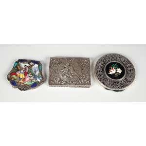 3 Caixas de prata sendo 1 caixa em prata italiana com esmalte, 1 prata 800 alemã e outra em prata com mosaico, peso 247g.