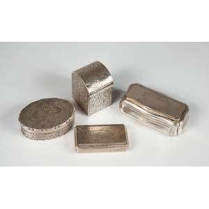 4 Tabaqueira sendo prata 800, 1 francesa com vermeil, 1 brasileira e 1 sem marcas, peso 216g.