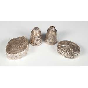 Par de saleiros e pimenteiro de prata 925, mas 2 caixas em prata uma art noveau e outra cenas vegetais, peso 170gr.