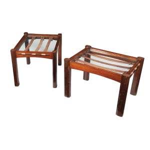 AUTOR DESCONHECIDO - 1 mesa de centro e 2 mesas laterais estrutura em jacarandá e vidro - Déc. 50. Mesa de centro: 30 x 110 x 55 cm. Mesa lateral: 40 x 60 x 45 cm. (cada)