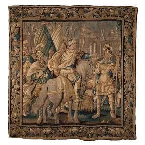 Tapeçaria Aubusson retratando cavaleiro coroado e seus súditos. 254 x 249 cm. França, séc. XVIII.