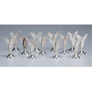 Conjunto de 12 marcadores de mesa de metal prateado no formato de folhas. 6,5 cm de altura, em estojo original.