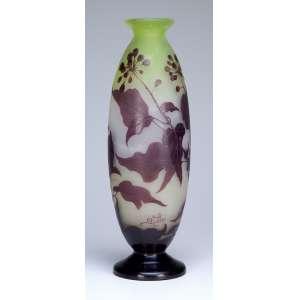 GALLÉ, Emile<br />Vaso de vidro artístico decorado com galhos, folhas e frutos de cherry sobre fundo esverdeado. 37,5 cm de altura. Assinado. França, séc. XX.