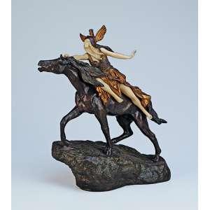 COLINET, Claire <br />Walkyrie. Escultura de bronze e marfim sobre base de bronze. 32 cm de altura. Assinado na base. França, c. 1935. Reproduzido em Art Deco and Other Figures, de Bryan Catley, pág. 111. Reproduzido também em Art Deco Sculpture, de Victor Arwas, pág. 30.