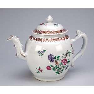 Bule para chá de porcelana Cia das Índias, policromado e dourado, <br />esmaltes da Família Rosa. 16 cm de altura. China, séc. XVIII.