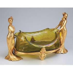 Centro de mesa art nouveau de petit bronze dourado. Cuba de cristal verde de Loetz, <br />ornado por duas figuras femininas. 35 x 27 x 25 cm de altura. Alemanha, c. 1900.