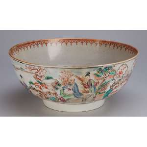 Bowl de porcelana Cia das Índias, decorado em seu bojo com pintura de jardim com figuras em atividade. <br />26,5 cm de diâmetro x 11 cm de altura. China, séc. XVIII. (apresenta restauro antigo).