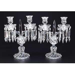 Par de candelabros de cristal de Baccarat, para duas velas lapidação em torcidos. 32,5 cm de altura. <br />Marca da cristaleria. França, séc. XX.
