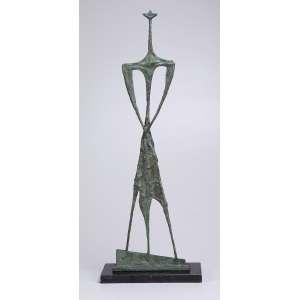 BRUNO GIORGI<br />Guerreiro. Escultura de bronze sobre base de granito negro. 73 cm de altura. Assinado no bronze.<br />Reproduzido no livro Bruno Giorgi, de Marcos Marcondes.