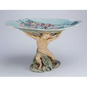 Centro de mesa / fruteira de faiança policromada.54 x 39 x 35 cm de altura.<br />Sob a base marca de manufatura francesa. Séc. XX.