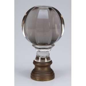 Pinha de escada ou balaustrada de cristal fumé, globular, em facetados; <br />base de bronze. 18,5 cm de altura. França, séc. XIX.