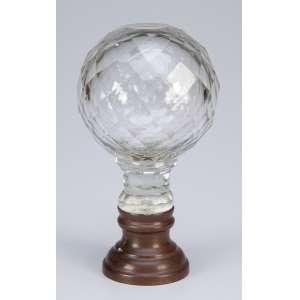 Pinha de escada ou balaustrada de cristal translúcido, globular, lapidação em losangos, <br />sobre base de bronze. 16 cm de altura. França, séc. XIX.