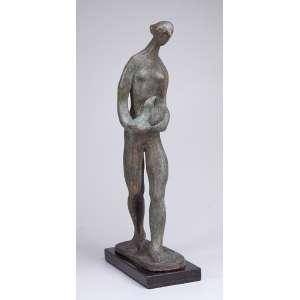 SONIA EBLING<br />Mulher com pássaro. Escultura de bronze sobre base de granito negro. 64 cm de altura. Assinada no bronze.